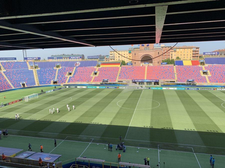 """FOTO: UEFA.com // """"Tricolorii"""" au ieșit să inspecteze terenul"""