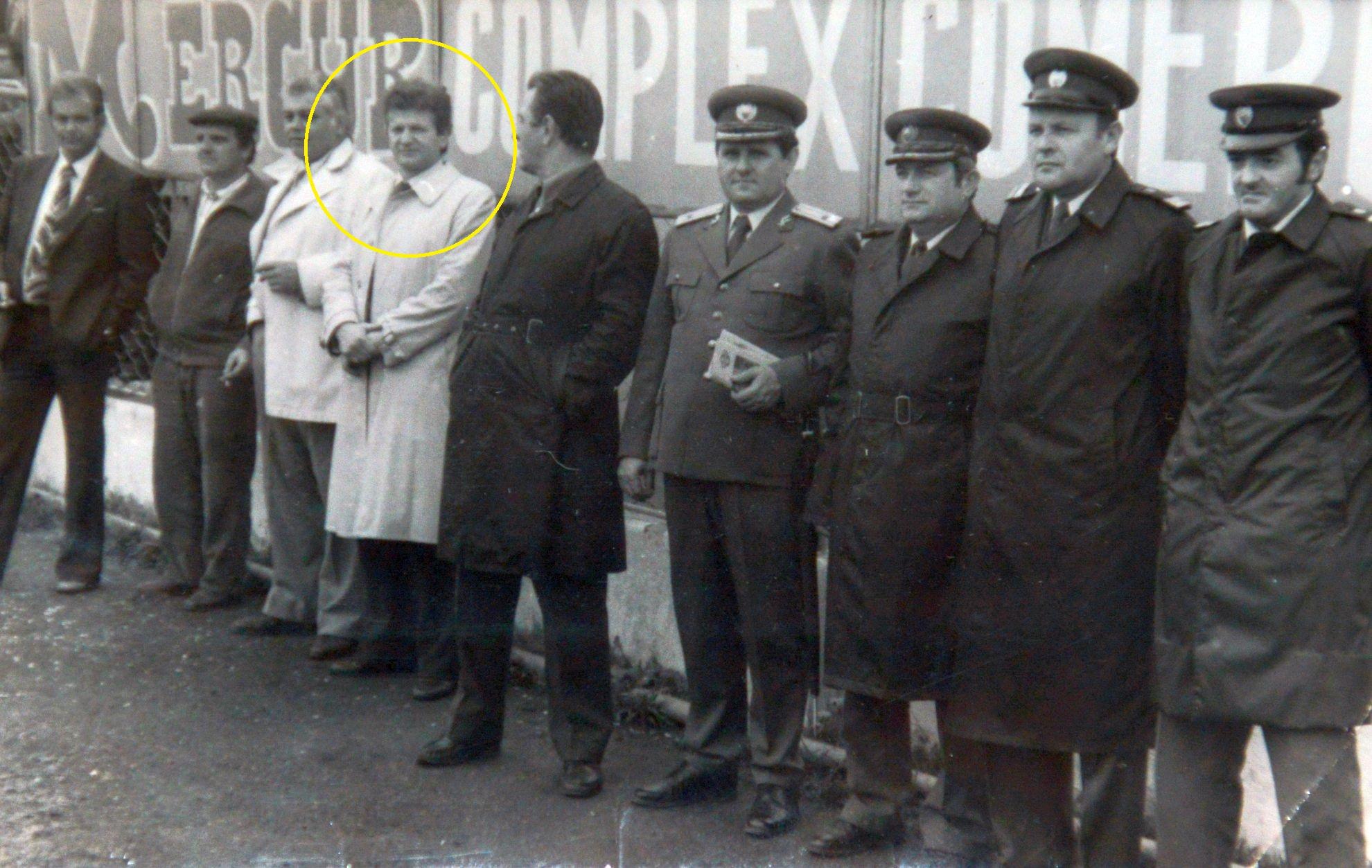 Pașcu (al patrulea de la stânga la dreapta) președinte la Brașov, imagine rară dinainte de Revoluţie