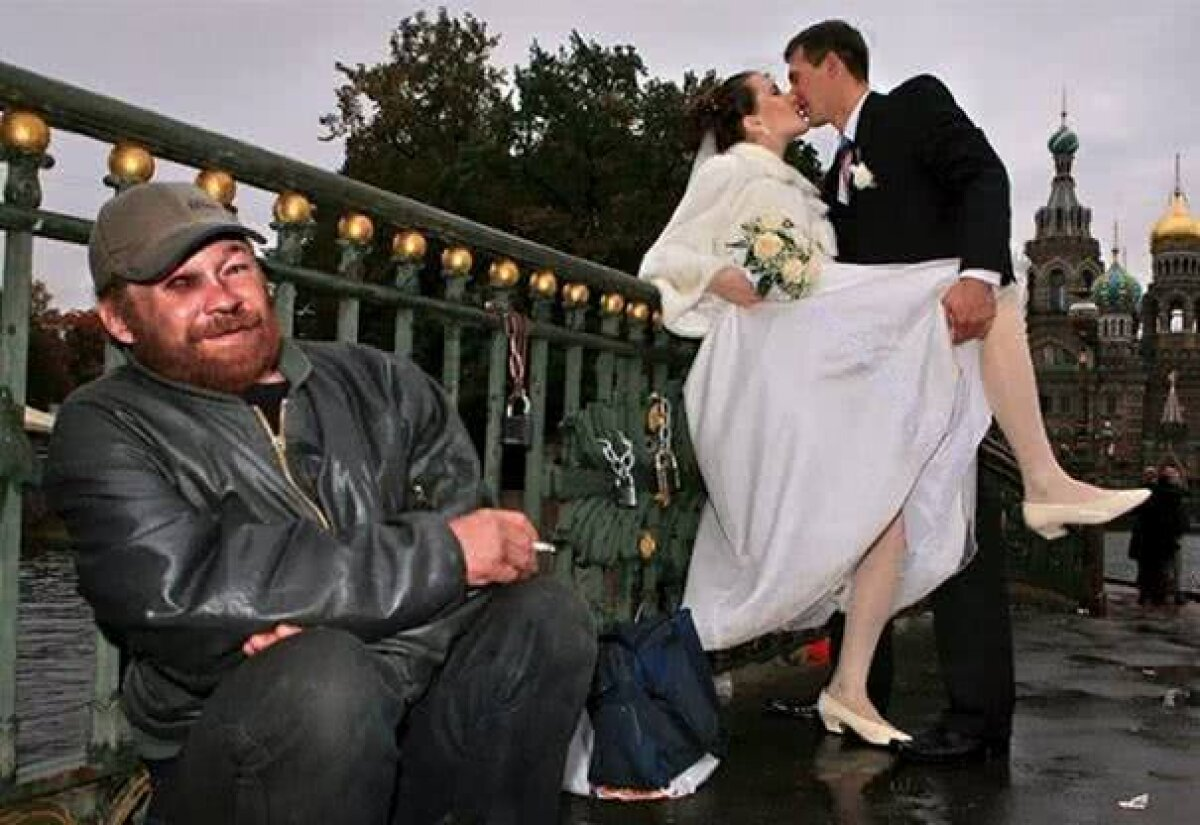 """Top 10 Weird Wedding Photos That Will Make You Say """"WTF?!"""" : Fashion Trends"""