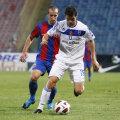 Steaua s-a impus în tur cu 2-1 după un arbitraj contestat de olteni