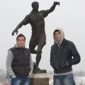 Ştefan Bărboianu şi Valerică Găman se plimbă pe stadionul Dinamo Bucuresti Foto: Alex Nicodim