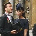 Victoria Beckham si palaria ei sobra, dar foarte speciala. Linga Victoria, sotul ei, David Beckham, purtind in mina elegantul joben (foto: Reuters)