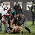 Huliganii au intrat pe teren in Polonia