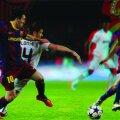Leo Messi (prim-plan), jucătorul genial care l-a ajutat pe Guardiola să devină, pe banca Barcelonei, unui dintre marii antrenori ai Europei Foto 3D: Dan Bucur