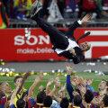 Mai tînăr cu 81 de zile decît portarul Van der Sar, Guardiola a anunțat la Londra că nu va pleca de la Barcelona  Foto: Reuters