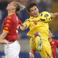 Mutu (dreapta) a semnat cu Cesena un contract pe 2 ani și va cîștiga 1,8 milioane de euro pe sezon