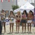 Şase voleibaliste de ocazie: Laurette, Sînziana Buruiană, Natasha, Daniela Crudu, Andreea Tonciu şi Rose Marie Florescu (de la stînga la dreapta)
