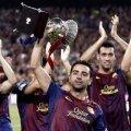 Xavi, Iniesta şi compania arată trofeul cucerit miercuri si joi noapte, Supercupa Spaniei