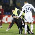 În minutul 3, un copil a intrat pe teren la Rubin - Tottenham