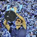 Roger Federer a primit 1,7 milioane de dolari pentru că a cucerit titlul fără înfrîngere Foto: Reuters