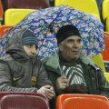 Suporterii au avut nevoie de umbrelă la meciul dintre Steaua şi Voinţa, deşi stadionul are acoperiş.