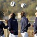 Fotbaliştii care lovesc des mingea cu capul sînt expuşi unor riscuri ce nu trebuie ignorate