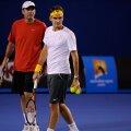 Roger Federer alături de Paul Annacone, antrenorul său (foto: australianopen.com)
