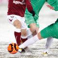 Terenurile înzăpezite reprezintă un mare pericol pentru integritatea fotbaliştilor