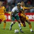 """Stilian Petrov, căpitanul Bulgariei (centru, în duel cu Dică), la 2-2 cu """"tricolorii"""" la Constanţa în 2006 // Foto: Cristi Preda"""