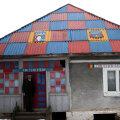 Deşi diferită în peisaj, casa familiei Bobar este apreciată de consăteni