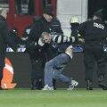 Un fan a intrat pe teren şi i-a arătat fundul lui Stanca