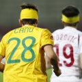 Papp a fost nevoit să joace în tricoul colegului său, Cînu, după ce echipamentul său a fost murdărit de sînge foto: Cristi Preda