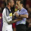 """Raul Meireles s-a rugat de arbitru să nu-i dea """"galben"""", dar turcul Cuneyt Cakir nu l-a iertat (foto: Reuters)"""
