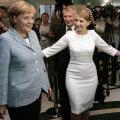 Angela Merkel (stînga), la o vizită în Ucraina în 2008, alături de Iulia Timoşenko