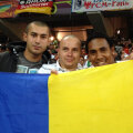 Eric (dreapta) nu a ratat ocazia să se pozeze cu tricolorul nici la Lvov
