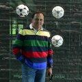 """Cristian Bivolaru, fostul delegat al """"Generației de Aur"""", s-a fotografiat în sediul FIFA lîngă panoul cu mingile folosite la Campionatele Mondiale"""