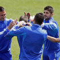 La nemţi e seriozitate maximă. La greci, jucătorii îşi dau palme peste ceafă la antrenamente // Foto: Reuters