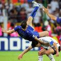 În 2006, la Dortmund, Totti i-a răpit lui Ballack (dreapta) șansa unei finale acasă // Foto: Guliver/GettyImages