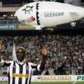 Clarence Seedorf în timpul prezentării la Botafogo (foto: Reuters)