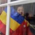 Corina Căprioriu priveşte în viitor, arătînd steagul României