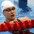 Ochii mari ai campioanei. Chinezoaica Jiao Liuyang a făcut o cursă de aur, şi de record olimpic, la 200 m fluture şi se uita mirată la rivale: eu sînt prima? // Foto: Reuters