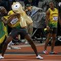Usain Bolt își celebrează triumful (foto: Reuters)
