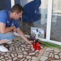 """Fanii i-au adus un ultim omagiu în faţa Stadionului """"Farul"""", primul pe care a jucat fotbal în România // Foto: Telegraf (Constanţa)"""