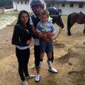 Surdu nu e foarte afectat de reacția suporterilor și a profitat de zilele libere pentru a merge cu familia la echitaţie // Foto: Facebook
