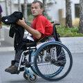 Dacian Makszin plimbîndu-se prin Satul Paralimpic de la Londra