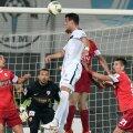 Dinamo înscrie mult mai puţin, dar se apără bine.