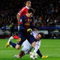 Messi nu a putut evita ciocnirea cu portarul Artur, dar ligamentele genunchiului au rezistat. În cîteva zile e ca nou