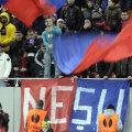 În timp Steaua o învingea pe Ajax, stewarzii plătiţi să asigure ordinea pe stadion furau