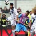 Chivu (stînga, în duel cu Izco) a ajuns cu Inter la un punct de rivala Milan, cu care se bate pentru locul 3 de Ligă // Foto: Gulliver/GettyImages