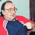 """Născut la Năsăud, Ianul a fost președinte la Poli Iași, 1981-1985, șef al secției fotbal la Dinamo, 1985-1990, și președinte al """"cîinilor"""" pînă în 1994"""