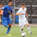 Duel Costin Lazăr - Perrone în meciul PAOK - Asteras 2-1, din turul campionatului, disputat pe 16 septembrie 2012, în care argentinianul a marcat // Foto: Intime Sports