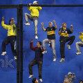 Suporteri? Mai degrabă maimuțe! // Foto: Reuters