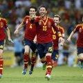 Campionii mondiali și europeni, în frunte cu Sergio Ramos, aleargă fericiți după ce au cîștigat loteria penaltyurilor cu Italia în semifinala // Foto: Reuters