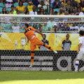 Muslera a fost coautor la primul gol al lui Astori, la singura fază la care s-a folosit tehnologia video // Foto: Reuters