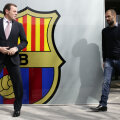 Guardiola și președintele Barcei, Sandro Rosell, își zîmbesc. Dar prieteni n-au fost niciodată