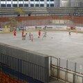 Rămas fără gheață, patinoarul Mihai Flamaropol a ajuns un loc bun pentru partidele de fotbal.