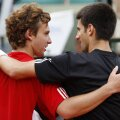 Gulbis (stînga) și Djokovici s-au întîlnit în circuitul profesionist de 5 ori, sîrbul impunîndu-se în patru întîlniri // Foto: Reuters