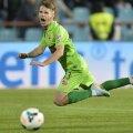 Valentin Lazăr, care pînă să vină la Dinamo a jucat doar la Sportul, dă cel mai bun randament ca mijlocaș dreapta