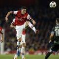 Reina nu poate ajunge la mingea lui Ozil (nr. 11). E 1-0 pentru Arsenal, începutul festivalului