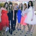 Fetele s-au întîlnit ultima oară la botezul fetiței lui Chipciu: Ana Pîrvulescu, Antoaneta (iubita lui Tătărușanu), Gabi Pintilii, Valentina Rîpă, Roxana Rusescu și Andreea Chipciu (de la stînga la dreapta)